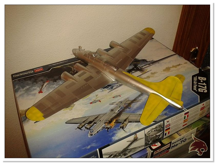 Boeing B-17 G Flying Fortress, 486th Group Bomber 1944 - Academy 1/72 Pintura21