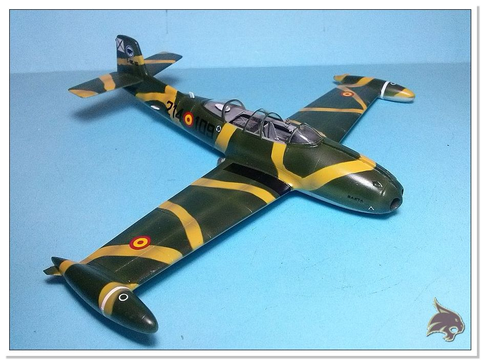HA-220 Super Saeta - Special Hobby 1/72 32b