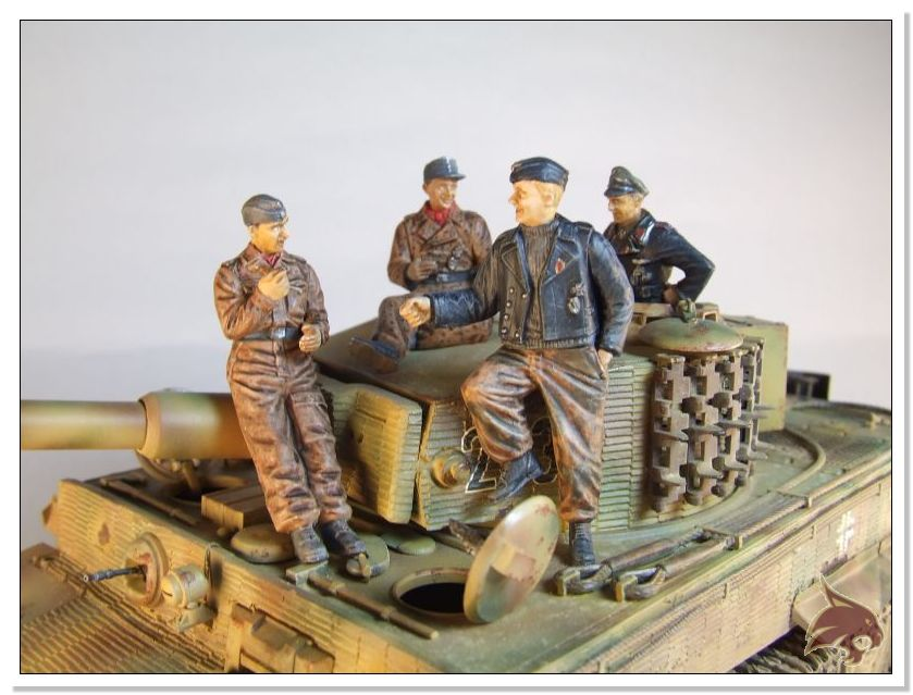 Tiger I Pkf VI Ausf.E Late Version - 4 figuras - Tamiya 1/35 02