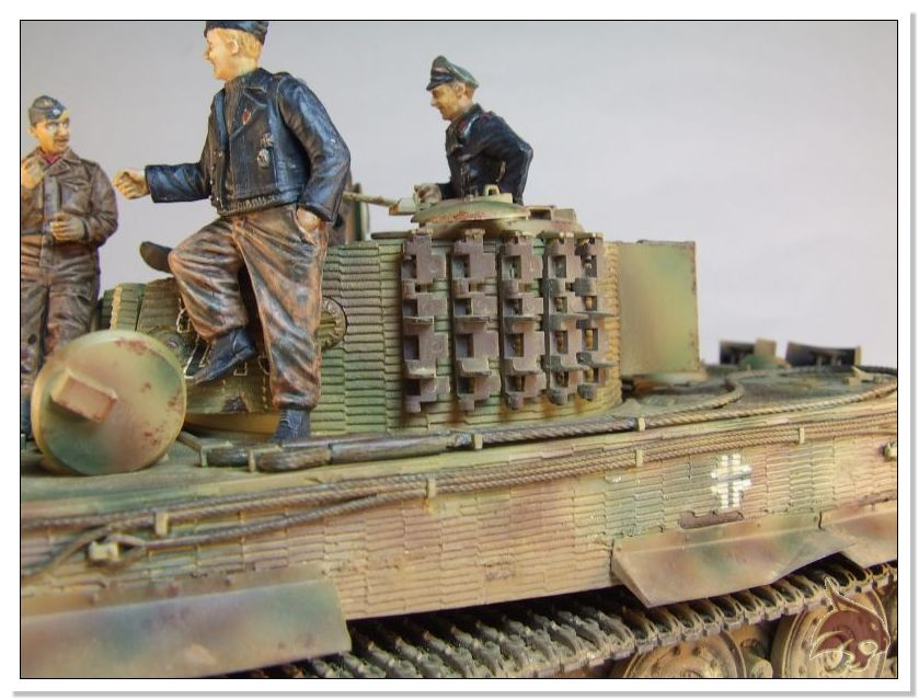 Tiger I Pkf VI Ausf.E Late Version - 4 figuras - Tamiya 1/35 03